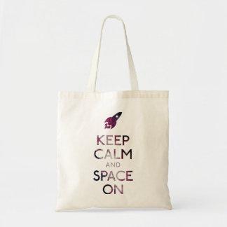 Guarde la calma y el espacio encendido bolsas