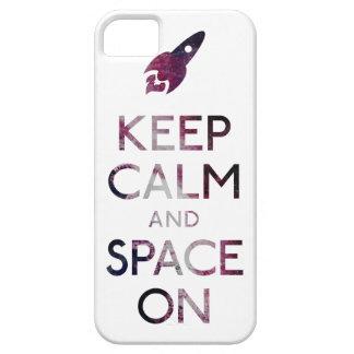 Guarde la calma y el espacio encendido iPhone 5 fundas