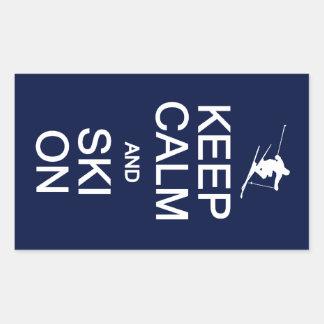 Guarde la calma y el esquí en los pegatinas rectangular altavoces