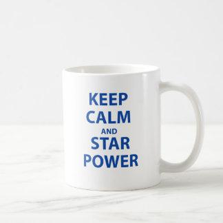 Guarde la calma y el estrellato taza