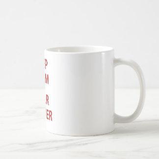 Guarde la calma y el estrellato taza de café