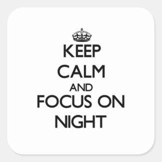 Guarde la calma y el foco el noche pegatinas cuadradases