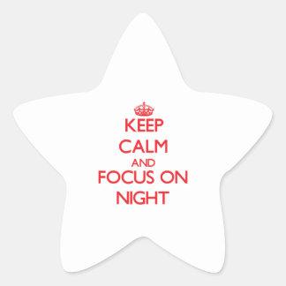 Guarde la calma y el foco el noche pegatina forma de estrella
