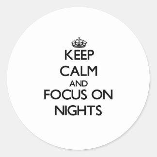 Guarde la calma y el foco el noches pegatinas redondas