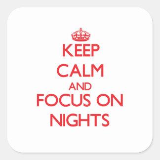 Guarde la calma y el foco el noches pegatina cuadradas personalizadas