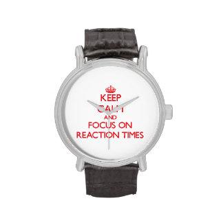 Guarde la calma y el foco el tiempos de reacción relojes