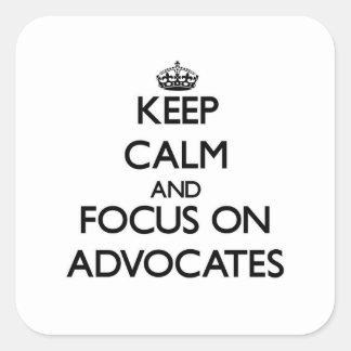 Guarde la calma y el foco en abogados pegatina cuadradas