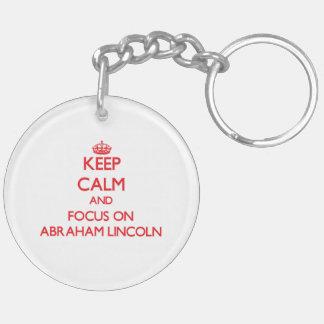 Guarde la calma y el foco en Abraham Lincoln Llavero Redondo Acrílico A Doble Cara