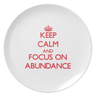 Guarde la calma y el foco en ABUNDANCIA Platos Para Fiestas