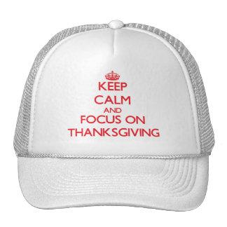 Guarde la calma y el foco en acción de gracias gorras
