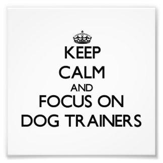 Guarde la calma y el foco en adiestradores de perr cojinete