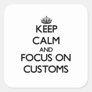 Guarde la calma y el foco en aduanas calcomania cuadradas