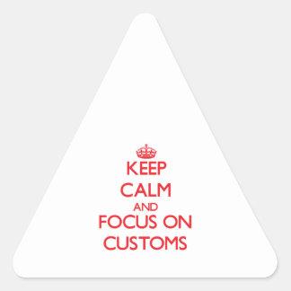 Guarde la calma y el foco en aduanas calcomanía de triangulo