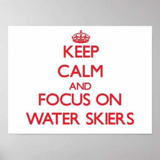 Guarde la calma y el foco en Agua-Esquiadores Poster