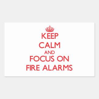 Guarde la calma y el foco en alarma de incendio pegatina rectangular