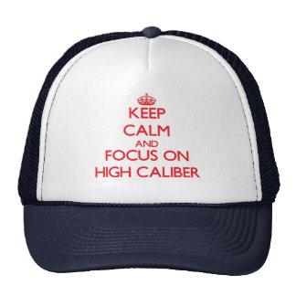 Guarde la calma y el foco en alto calibre gorra