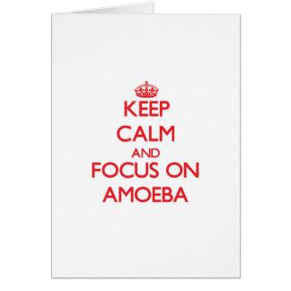 Guarde la calma y el foco en ameba tarjeta de felicitación