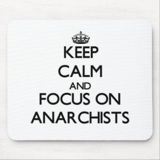 Guarde la calma y el foco en anarquistas tapetes de ratón