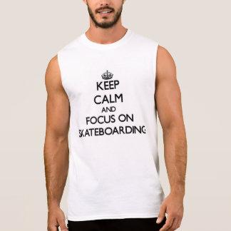 Guarde la calma y el foco en andar en monopatín camiseta sin mangas