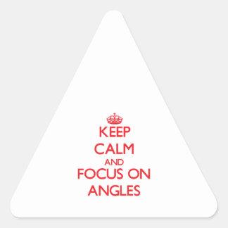 Guarde la calma y el foco en ÁNGULOS Pegatina Triangular