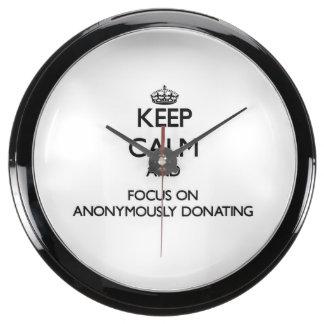 Guarde la calma y el foco en anónimo donar relojes acuario