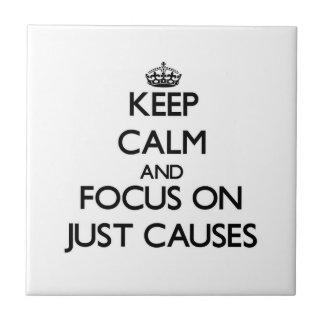 Guarde la calma y el foco en apenas causas azulejo cerámica