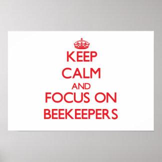 Guarde la calma y el foco en apicultores impresiones