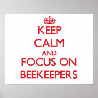 Guarde la calma y el foco en apicultores poster