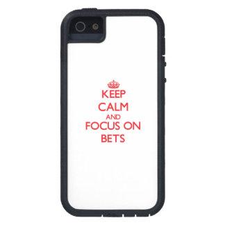 Guarde la calma y el foco en apuestas iPhone 5 funda