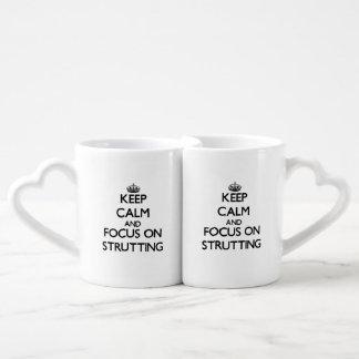 Guarde la calma y el foco en apuntalar tazas para parejas