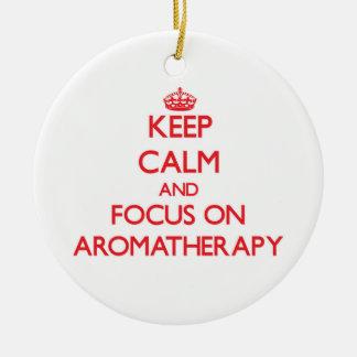 Guarde la calma y el foco en Aromatherapy Adorno Redondo De Cerámica