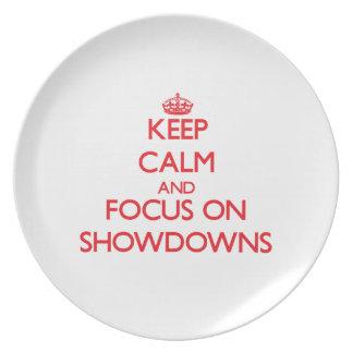 Guarde la calma y el foco en arreglos de cuentas platos de comidas