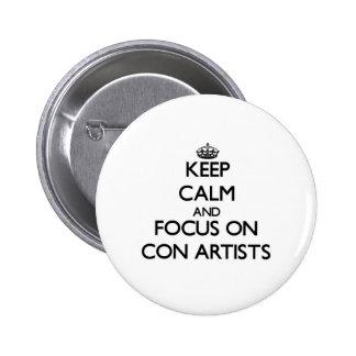 Guarde la calma y el foco en artistas de estafa pin