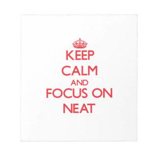 Guarde la calma y el foco en aseado libreta para notas