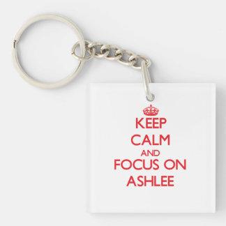 Guarde la calma y el foco en Ashlee Llavero Cuadrado Acrílico A Doble Cara