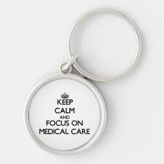 Guarde la calma y el foco en asistencia médica llavero