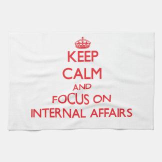 Guarde la calma y el foco en asuntos internos toallas de mano