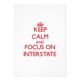 Guarde la calma y el foco en autopista invitación