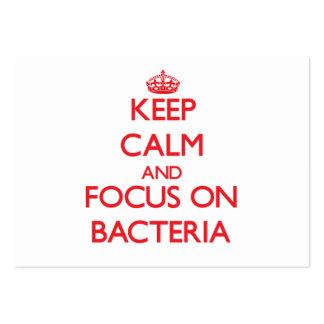 Guarde la calma y el foco en bacterias tarjetas personales
