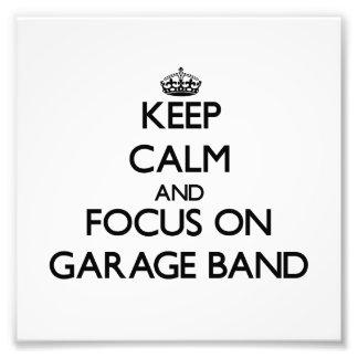 Guarde la calma y el foco en banda del garaje cojinete