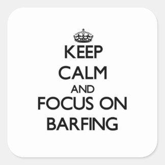 Guarde la calma y el foco en Barfing Calcomania Cuadradas