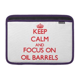 guarde la calma Y EL FOCO EN barriles de aceite Fundas Para Macbook Air