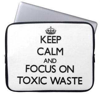 Guarde la calma y el foco en basura tóxica funda ordendadores