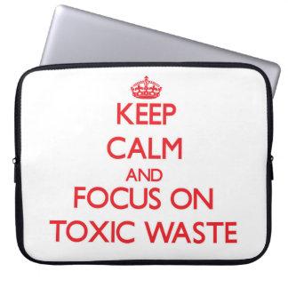 Guarde la calma y el foco en basura tóxica fundas computadoras