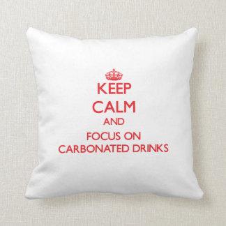 Guarde la calma y el foco en bebidas carbónicas cojín