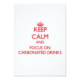 Guarde la calma y el foco en bebidas carbónicas invitación 12,7 x 17,8 cm