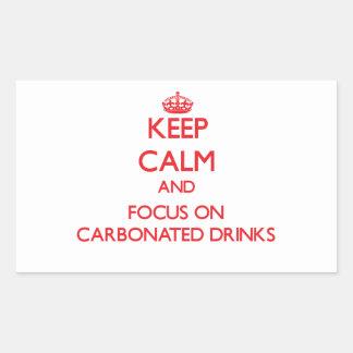 Guarde la calma y el foco en bebidas carbónicas pegatina rectangular