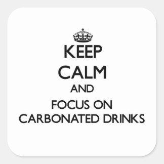 Guarde la calma y el foco en bebidas carbónicas pegatina cuadrada