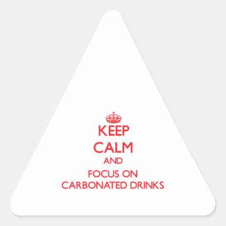 Guarde la calma y el foco en bebidas carbónicas pegatina triangular