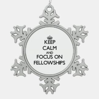Guarde la calma y el foco en becas adorno